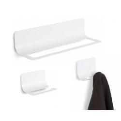 Conjunto accesorios de baño en metal blanco.